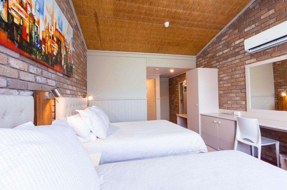 Farnham Court Motel Twin Suite